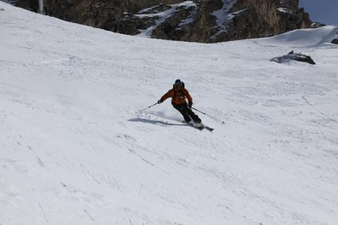 Off-piste ski in megeve with instructor